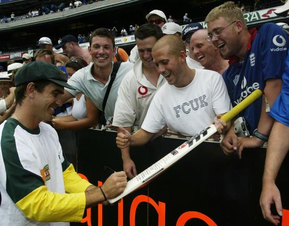 MELBOURNE - DECEMBER 30:  Justin Langer of Australia signs autographs for the Barmy Army during the fifth day of the Fourth Ashes Test between Australia and England at the Melbourne Cricket Ground in Melbourne, Australia on December 30, 2002. (Photo by Hamish Blair/Getty Images)