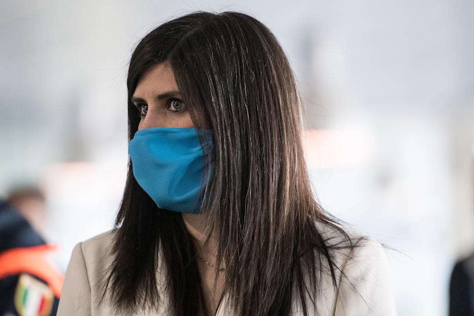 CASELLE TORINESE, ITALY - APRIL 02: Chiara Appendino, the Mayor of Turin wears a face mask during on the first 21 volunteer reinforcement doctors for the hospitals in Piedmont following the pandemic COVID 19 arrive at Turin airport, accompanied by Minister Francesco Boccia on April 02, 2020 in Caselle Torinese near Turin, Italy. The Italian government continues to enforce the nationwide lockdown measures to control the spread of the Coronavirus (COVID-19).  (Photo by Stefano Guidi/Getty Images) (Photo: Stefano Guidi via Getty Images)