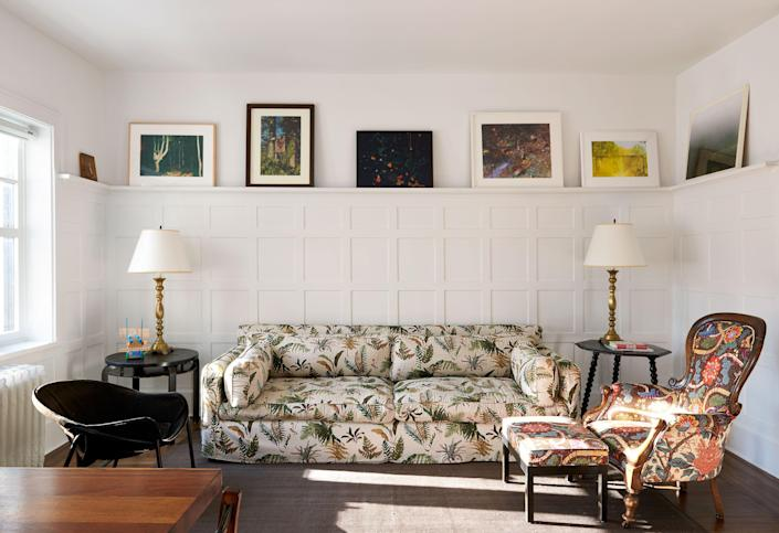 """A Montauk sofa in <a href=""""https://www.kravet.com/brunschwig-fils"""">Brunschwig &amp; Fils</a>' Les Fougères, an antique chair fronted in a Josef Frank botanical print, and a midcentury seat mingle with nature-themed artworks<br> by Grear Patterson, William Eggleston, Miranda Lichtenstein, Estelle Hanania, James Welling, and more."""