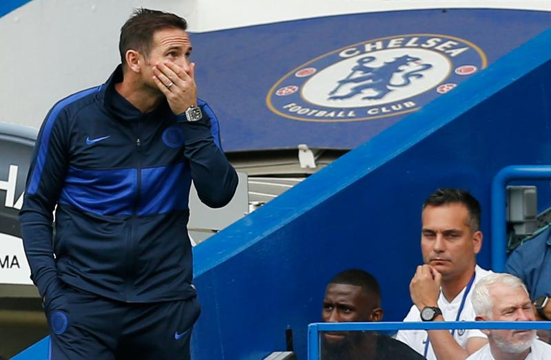 Chelsea's English head coach Frank Lampard (L) gestures on the touchline during the English Premier League football match between Chelsea and Sheffield United at Stamford Bridge in London on August 31, 2019. (Photo by Ian KINGTON / AFP) / RESTRICTED TO EDITORIAL USE. No use with unauthorized audio, video, data, fixture lists, club/league logos or 'live' services. Online in-match use limited to 120 images. An additional 40 images may be used in extra time. No video emulation. Social media in-match use limited to 120 images. An additional 40 images may be used in extra time. No use in betting publications, games or single club/league/player publications. / (Photo credit should read IAN KINGTON/AFP/Getty Images)