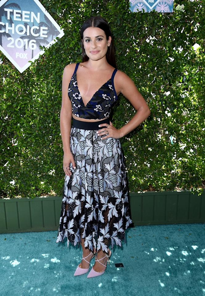 <p>Also baring a bit of her midriff was the <i>Scream Queens</i>actress, who did so in a cropped floral tank top and a paisley skirt.<i>(Photo: Getty Images)</i></p>