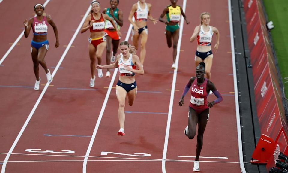 Athing Mu of the United States crosses the line to win gold.