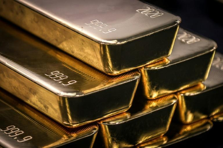 Another glittering day for gold as investors hedge their bets (AFP Photo/DAVID GRAY)