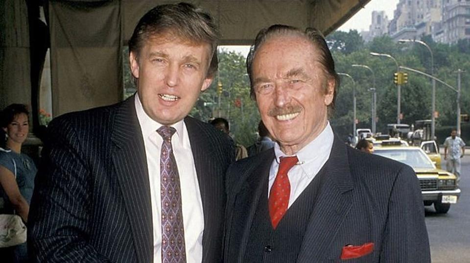 Donald e o pai, Fred Trump no Plaza Hotel em 1988.