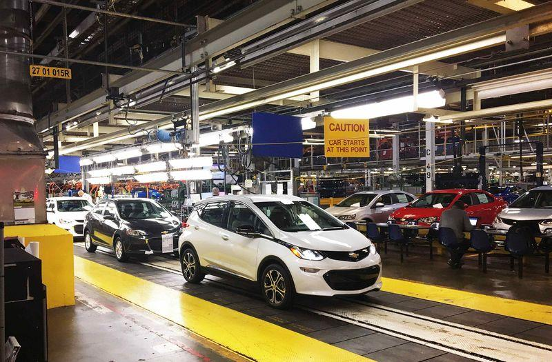 Gm Cautiously Ramps Up Bolt Electric Car Production