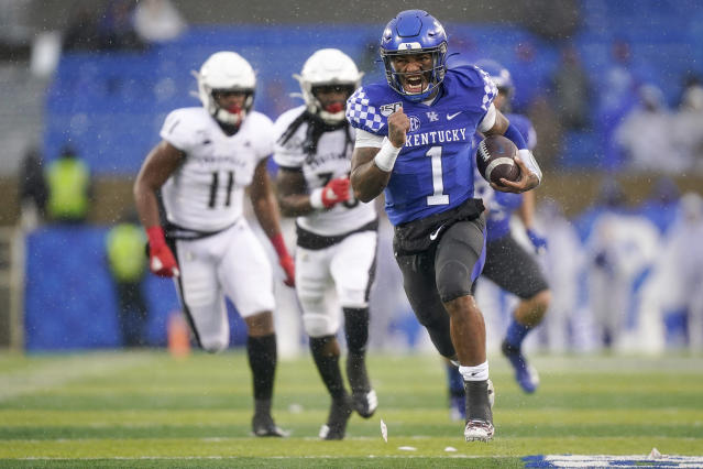 Stopping Kentucky quarterback Lynn Bowden (1) will be a priority for Indiana in the Gator Bowl. (AP Photo/Bryan Woolston)