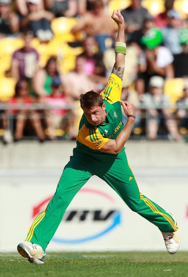WELLINGTON, NEW ZEALAND - FEBRUARY 25:  Dale Steyn of South Africa bowls during the One Day International match between New Zealand and South Africa at Westpac Stadium on February 25, 2012 in Wellington, New Zealand.  (Photo by Hagen Hopkins/Getty Images)