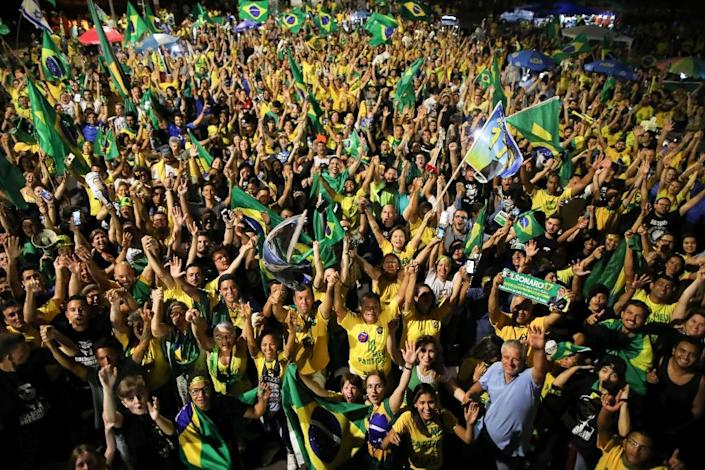 Supporters of far-right presidential candidate Jair Bolsonaro celebrated in front of the National Congress in Brasilia (AFP Photo/Sergio LIMA)