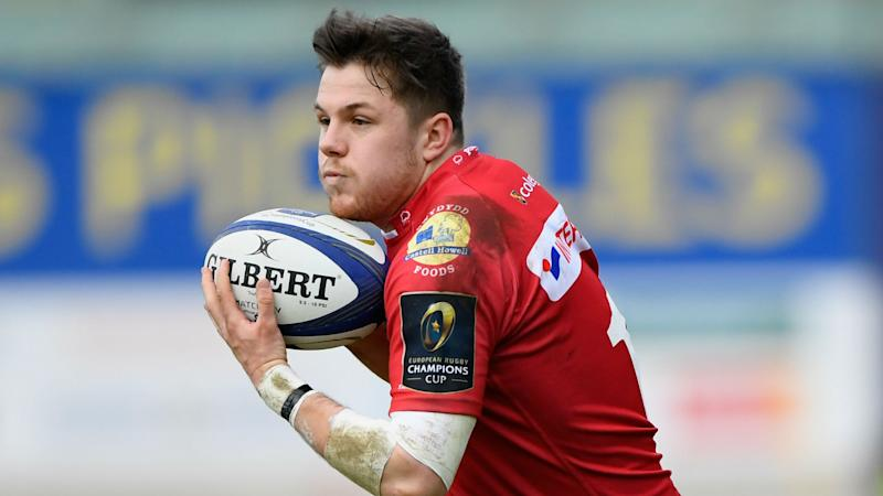 Super Scarlets make history with 14 men to reach Pro12 final