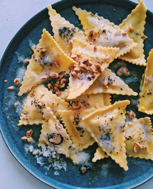 """<p>Ok, so wait for it: a pasta delivery service exists. Yup, each recipe box opens to reveal everything you need to make gourmet pasta – including fresh ingredients, sauces and spices. Choose from crab and prawn ravioli, fettuccine with nduja, carbonara, gnocchi with beef ragu and much more. Since you can't make it to your fave Italian restaurant atm, this is def a good and fairly cheap option for a Friday night in.</p><p>Pasta Evanglists is also doing care packages during this time, which includes three 10-minute recipes for £25. Plus, £5 of that will be donated to the charity AgeUK. </p><p>Prices start from around £7.20 for one LUXE AF portion.</p><p><a class=""""link rapid-noclick-resp"""" href=""""https://pastaevangelists.com/"""" rel=""""nofollow noopener"""" target=""""_blank"""" data-ylk=""""slk:SHOP HERE"""">SHOP HERE</a></p><p><a href=""""https://www.instagram.com/p/B99os8AHsCr/?utm_source=ig_embed&utm_campaign=loading"""" rel=""""nofollow noopener"""" target=""""_blank"""" data-ylk=""""slk:See the original post on Instagram"""" class=""""link rapid-noclick-resp"""">See the original post on Instagram</a></p>"""