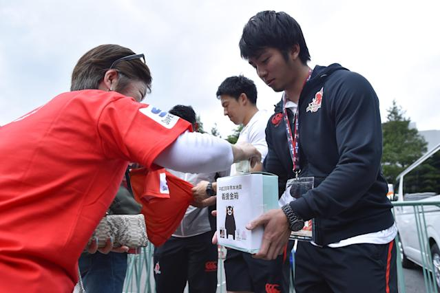 TOKYO, JAPAN - APRIL 23: Players of Sunwolves ask for donations of support for the victims of the earthquake in Kumamoto prior to the round nine Super Rugby match between the Sunwolves and the Jauares at Prince Chichibu Memorial Ground on April 23, 2016 in Tokyo, Japan. (Photo by Koki Nagahama/Getty Images)
