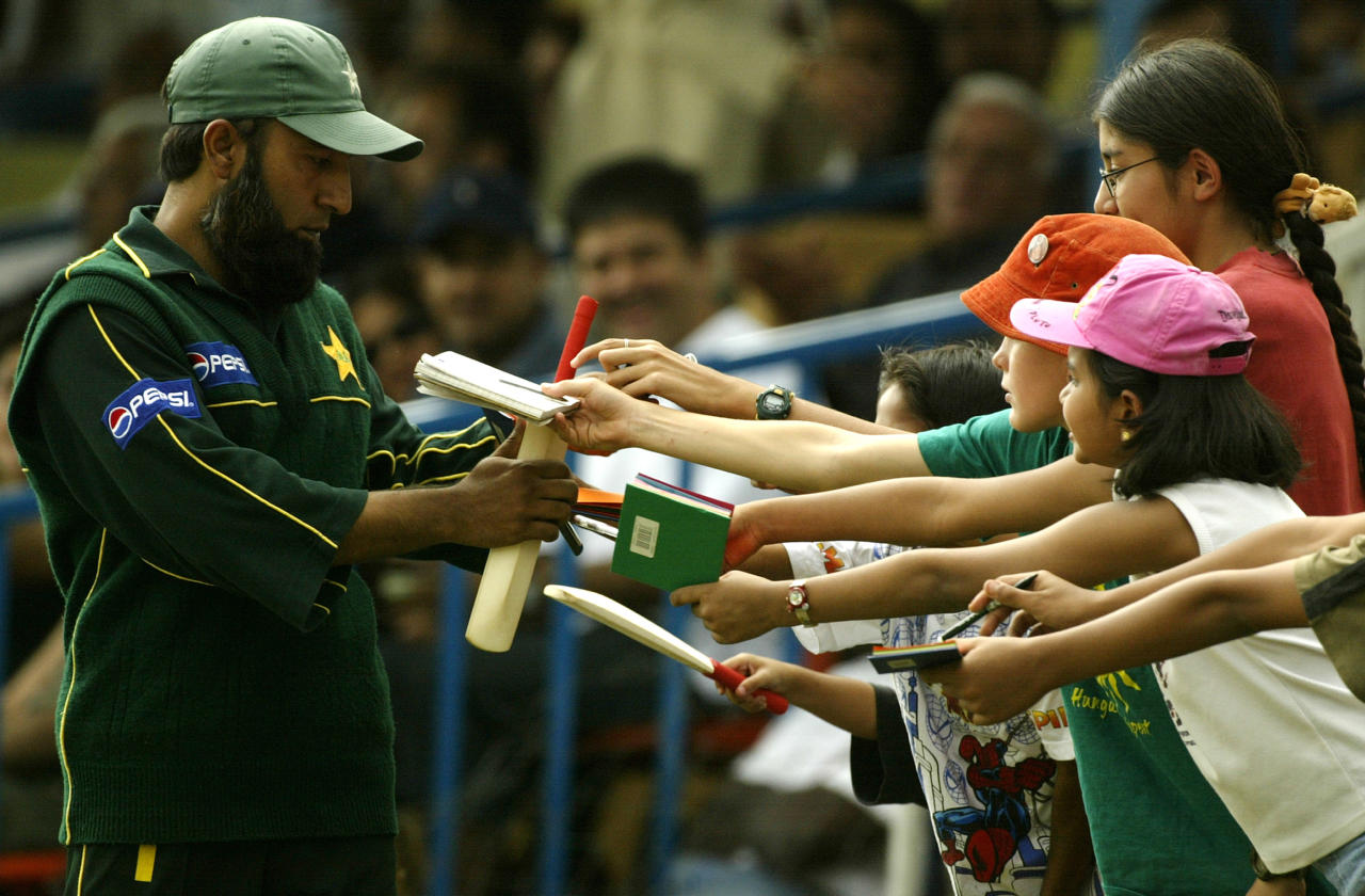 NAIROBI - SEPTEMBER 7:  Saeed Anwar of Pakistan signs autographs for fans during the One Day International final betweeen Australia and Pakistan, played at Gymkhana in Nairobi, Kenya on September 7, 2002. (Photo by Hamish Blair/Getty Images)
