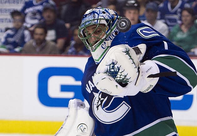 Roberto Luongo Asks Canucks For Trade List Will Reportedly Include