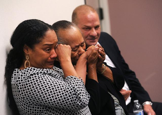 <p>O.J. Simpson's sister Shirley Baker, (center), daughter Arielle Simpson, (L), and friend Tom Scotto react during Simpson's parole hearing at Lovelock Correctional Centre in Lovelock. </p>