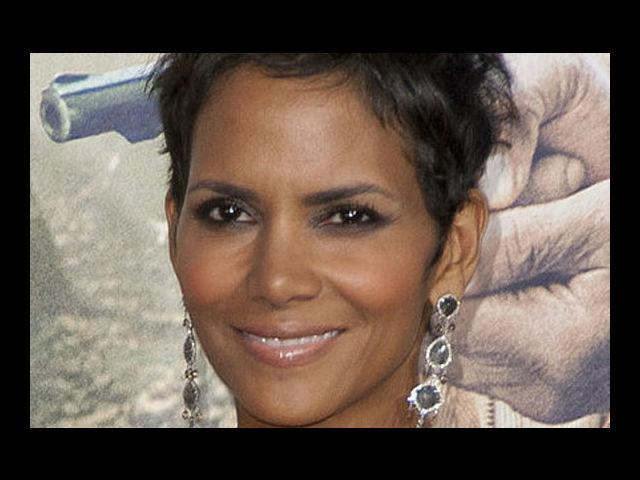 <b>4. Halle Berry</b><br> We don't care if she visits her plastic surgeon once in a while. What we care and see is that she never seems to age—at least not from the past 10 years. She is known to exercise religiously, which leaves us baffled as to how she manages so many roles in her kitty. At 46, the true Bond girl has a daughter named Nahla that makes her one of the hottest moms around.