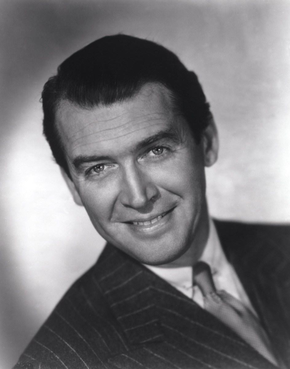 F6DRY5 RELEASED: Dec 20, 1946 - Original Film Title: It's a Wonderful Life - PICTURED: JAMES STEWART.