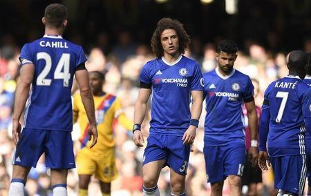 Britain Soccer Football - Chelsea v Crystal Palace - Premier League - Stamford Bridge - 1/4/17 Chelsea's David Luiz looks dejected Action Images via Reuters / Tony O'Brien Livepic