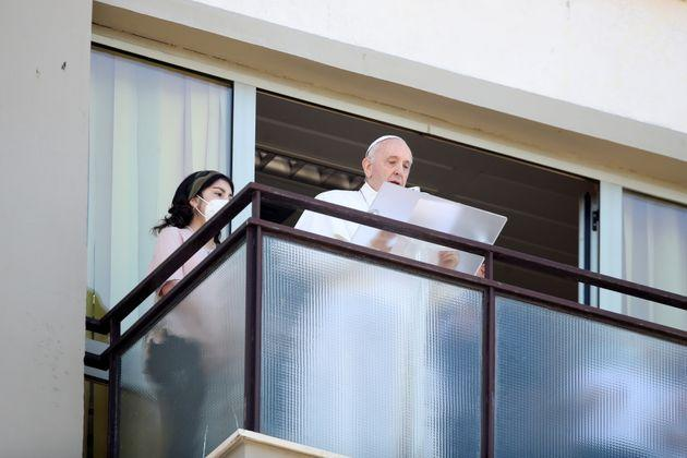 Pope Francis leads the Angelus prayer from a balcony of the Gemelli hospital, as he recovers following scheduled surgery on his colon, in Rome, Italy, July 11, 2021. REUTERS/Yara Nardi (Photo: YARA NARDI via REUTERS)