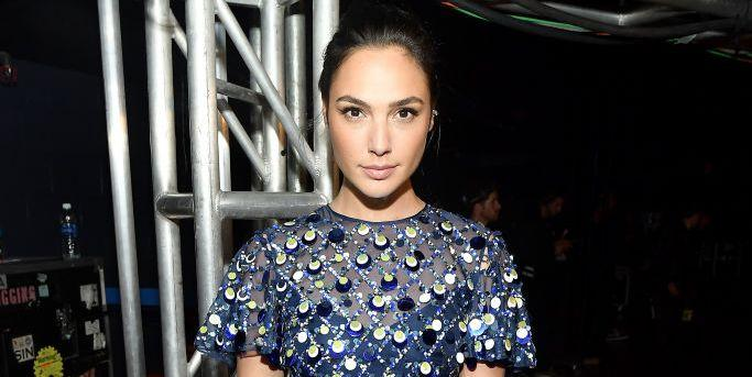 Gal Gadot, Mark Ruffalo and more sing 'Imagine'