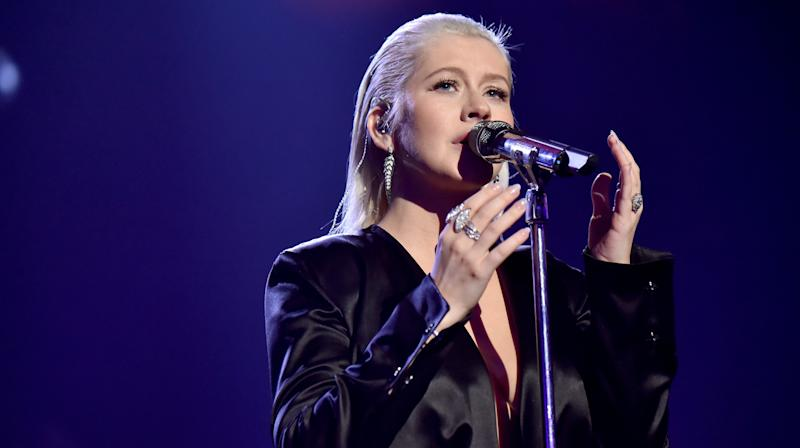Christina Aguilera Performs Touching Tribute To Whitney Houston At AMAs