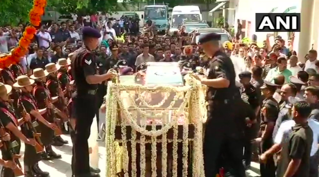 <p>The procession carrying the mortal remains of former Prime Minister Atal Bihari Vajpayee taken from his residence to the BJP headquarters. </p>