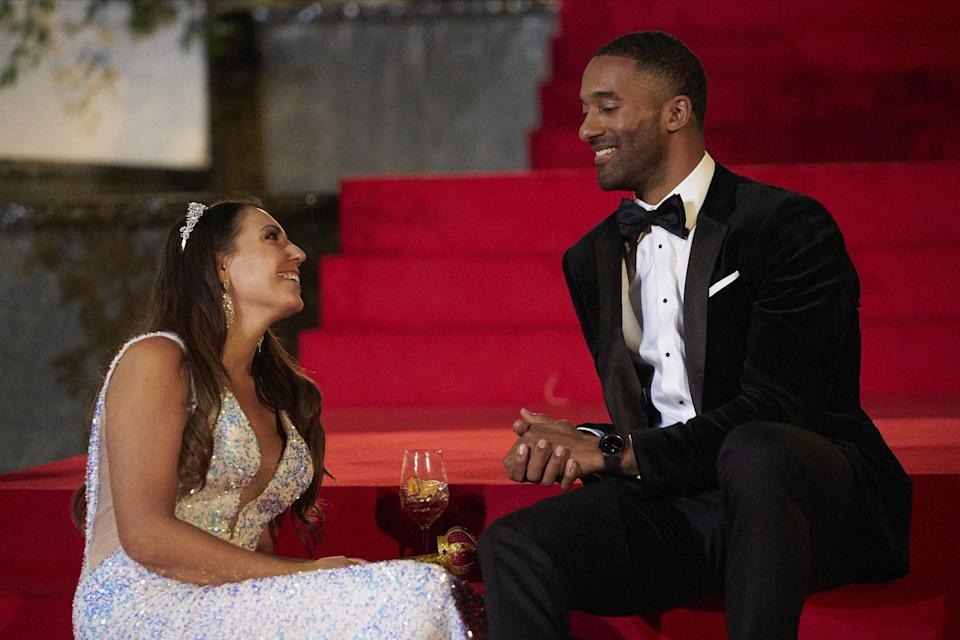 'Bachelor' contestant almost  collapses during rose ceremony