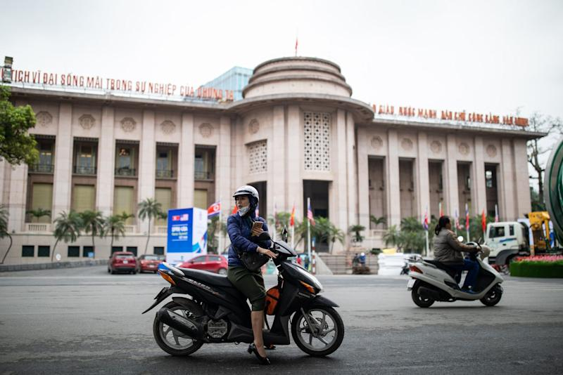 Vietnam Central Bank Cuts Deposit Rate Cap in Latest Easing Move