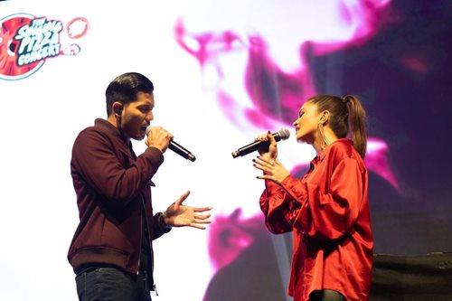 """The most perfect couple Fattah Amin and Fazura performing their duet, """"Paling Sempurna""""."""