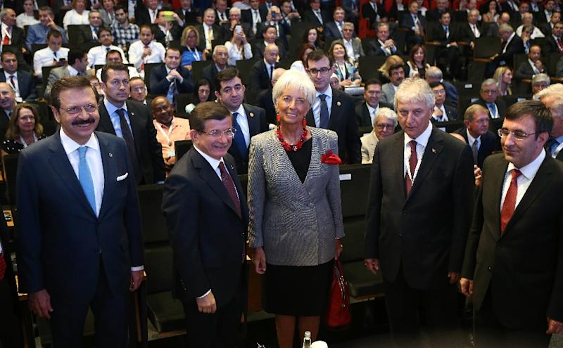 Turkish Prime Minister Ahmet Davutoglu (2ndL) and International Monetary Fund (IMF) Managing Director Christine Lagarde (C) take part in the G20 finance ministers meeting in Turkey, on September 4, 2015 in Ankara (AFP Photo/Adem Altan)