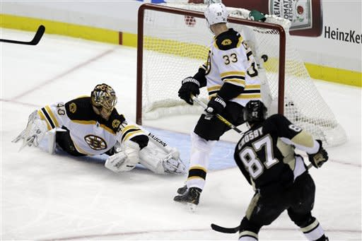 Penguins beat Bruins 2-1 to run win streak to 9