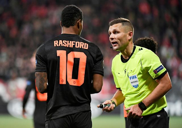 Soccer Football - Europa League - Group L - AZ Alkmaar v Manchester United - Cars Jeans Stadion, Hague, Netherlands - October 3, 2019 Referee Gediminas Mazeika talks to Manchester United's Marcus Rashford REUTERS/Piroschka van de Wouw