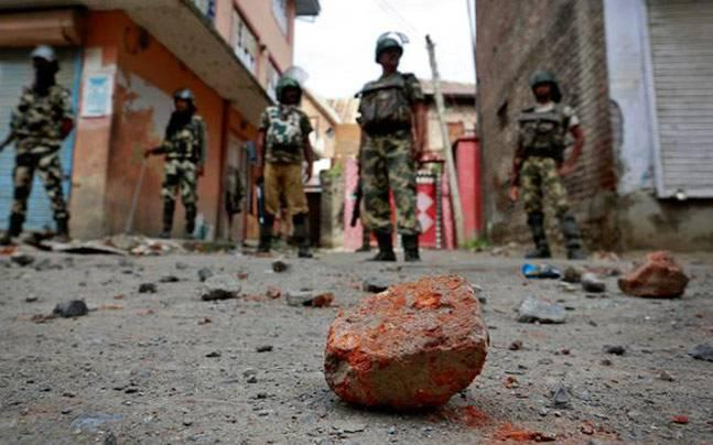Kashmir: 3 civilians killed, 63 jawans hurt in clashes after Budgam encounter - what you need to know