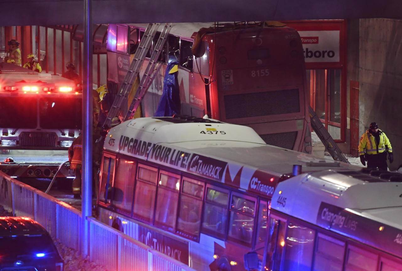 Double-decker bus crash leaves 3 dead, 23 injured in Ottawa