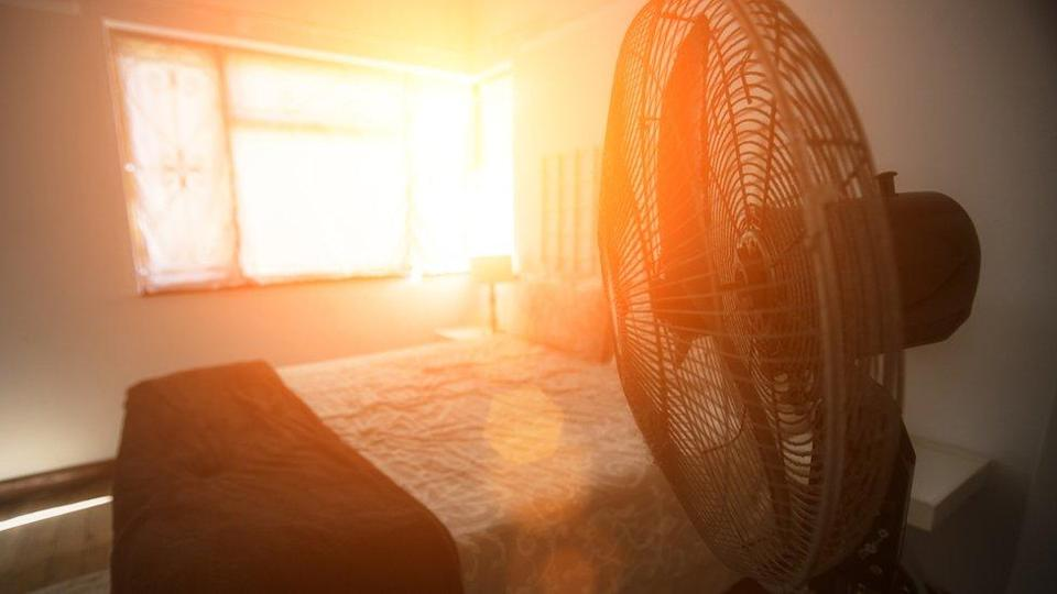 An photo of a fan and sunlight