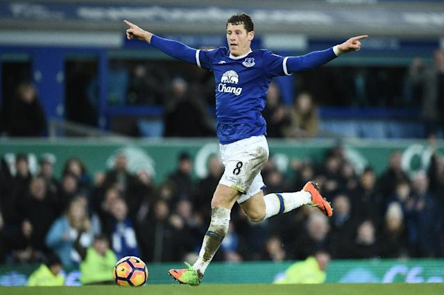 Everton's English midfielder Ross Barkley is getting close to full fitness, having missed the entire season to date with a hamstring injury (AFP Photo/Oli SCARFF)