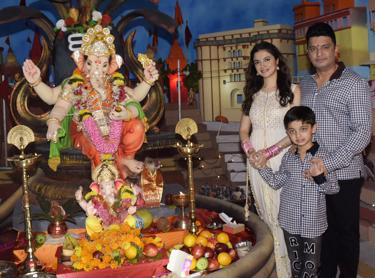 <p>How Bollywood celebrates Ganesh puja </p>