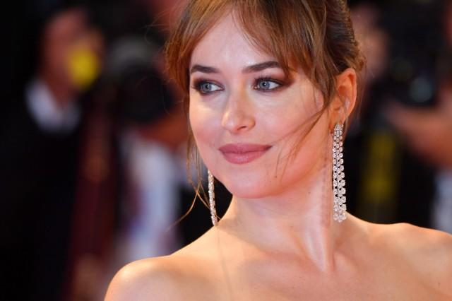 Dakota Johnson Makeup Suspira Venice Film Festival