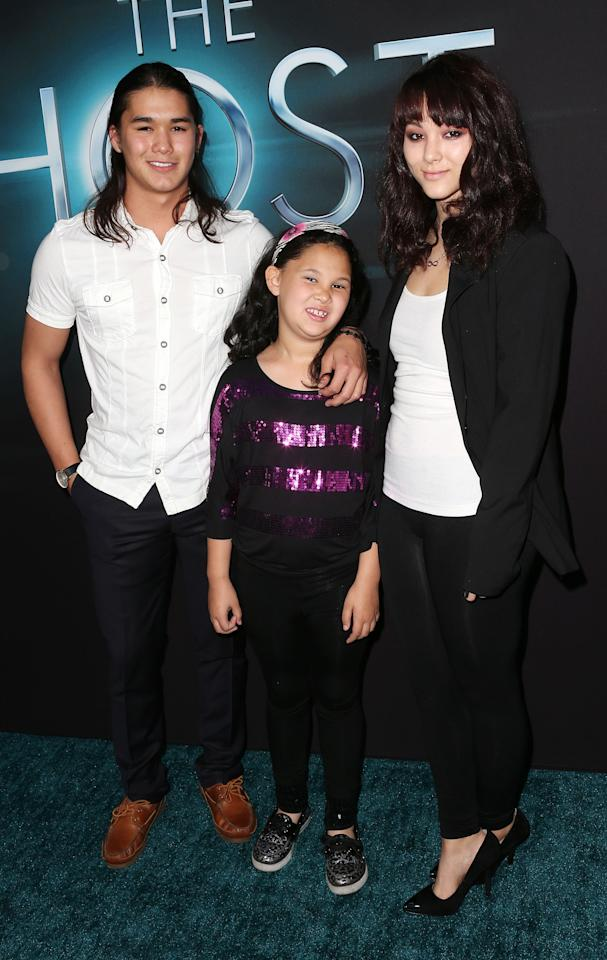 "HOLLYWOOD, CA - MARCH 19: Actor Boo Boo Stewart (L) and his family attend the Premiere of Open Roads Films ""The Host"" at the ArcLight Cinemas Cinerama Dome on March 19, 2013 in Hollywood, California.  (Photo by Frederick M. Brown/Getty Images)"