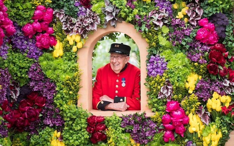 Chelsea Pensioner Ron Wilkins enjoying the RHS Chelsea Flower Show - Paul Grover
