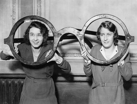 1930s Londoners exhibit badinage in its purest form - Credit: Getty
