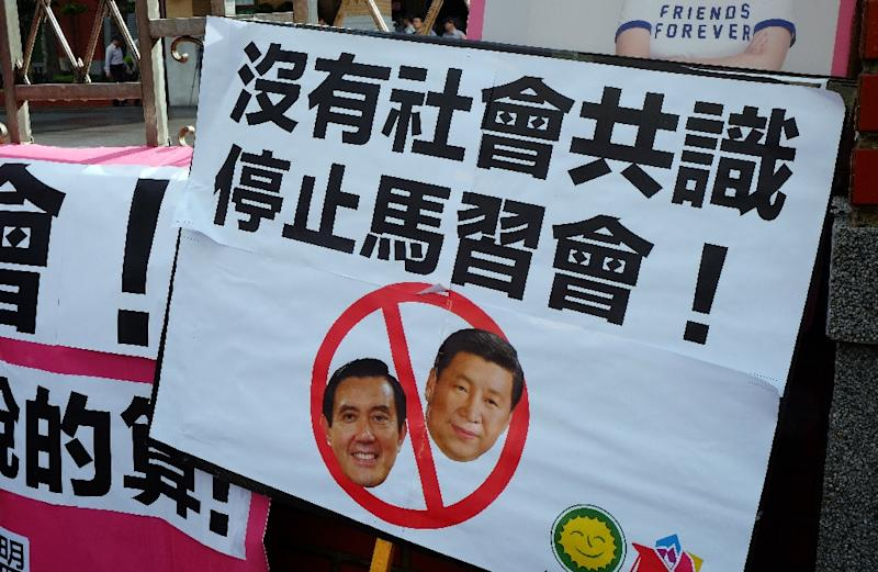 A placard against the meeting between Taiwan's President Ma Ying-jeou and his Chinese counterpart Xi Jinping, due to take place in Singapore this weekend, during a demonstration outside the parliament in Taipei on November 4, 2015 (AFP Photo/Sam Yeh)