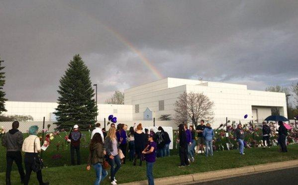 <p>At the place in Chanhassen, Minnesota, where Prince worked and lived, almost unbelievably a rainbow appeared in the sky above all the heartbroken fans who had come to mourn. <i> (Photo: Getty Images)</i></p>