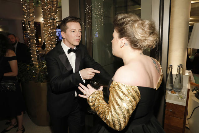 <p>Sean Hayes and singer Kelly Clarkson enjoyed a moment at NBC and USA Network's post-Golden Globe Awards party in the Jean-Georges Restaurant at the Waldorf Astoria Beverly Hills. (Photo: Trae Patton/NBC/NBCU Photo Bank via Getty Images) </p>