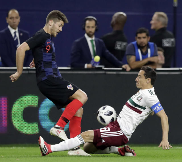 Croatia forward Andrej Kramaric (9) and Mexico midfielder Hirving Lozano (8) compete for control of the ball during the first half of an international friendly soccer match in Arlington, Texas, Tuesday, March 27, 2018. (AP Photo/Tony Gutierrez)