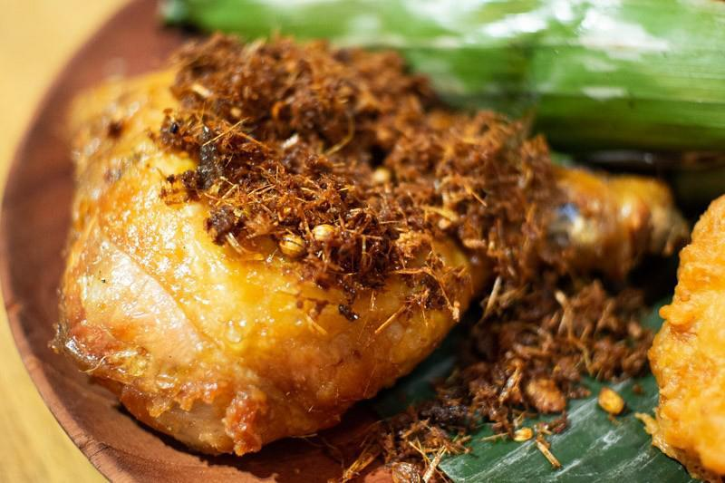 Image of ayam goreng serundeng from bara food