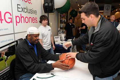 Cedric Maxwell signs autographs for fans during a meet and greet. (Getty)
