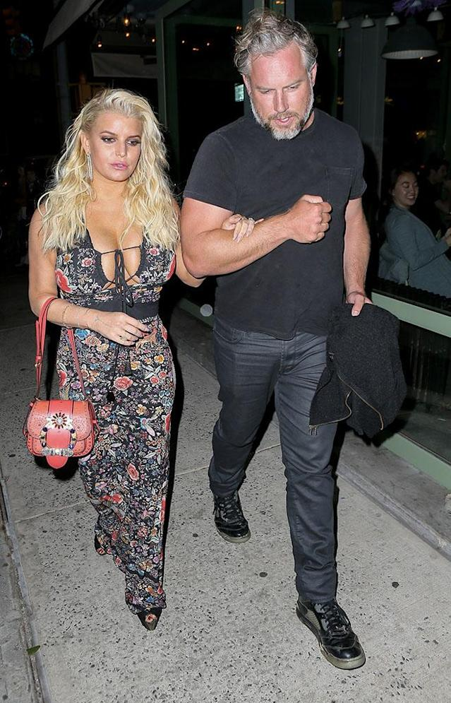 Jessica Simpson and Eric Johnson out to eat at Rosie's in NYC.(Photo: AKM-GSI)
