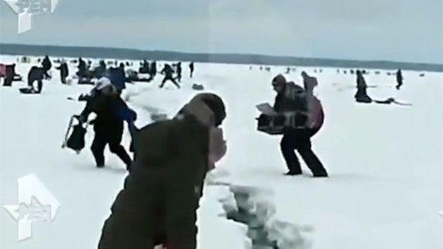 The frozen lake located in the Magadan Oblast began to crack while hundreds of fisherman were on top of it. Photo: ren.tv