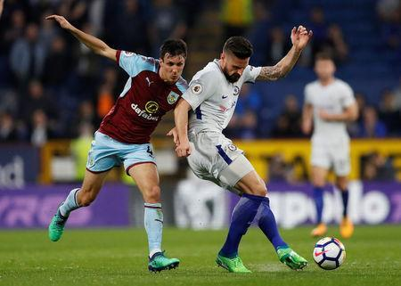 Soccer Football - Premier League - Burnley vs Chelsea - Turf Moor, Burnley, Britain - April 19, 2018 Chelsea's Olivier Giroud in action with Burnley's Jack Cork Action Images via Reuters/Andrew Boyers