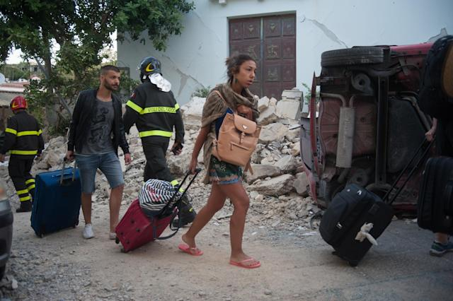 <p>People leave Casamicciola, the area most affected by the earthquake, on Aug. 22, 2017 in Casamicciola Terme, Italy. (Photo: Ivan Romano/Getty Images) </p>